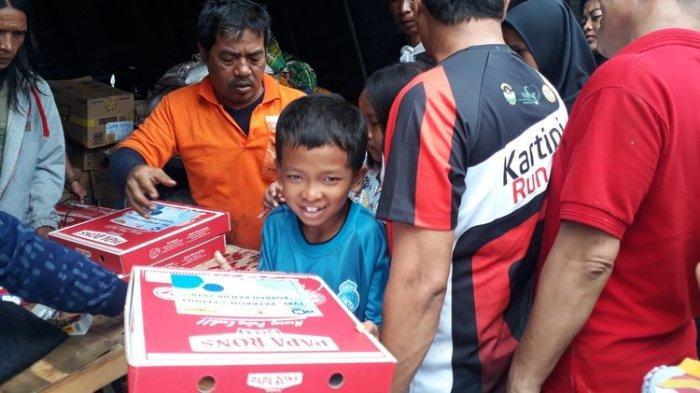 Dapat Bantuan 1.000 Kotak Pizza, Warga Korban Banjir di Kampung Pulo Senang: Bosan Makan Mie Terus