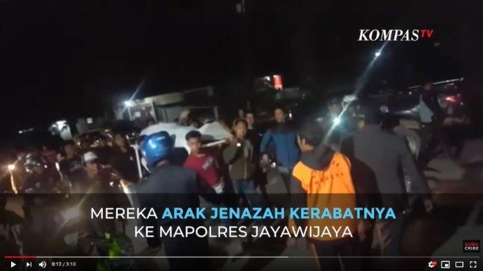 Warga Arak Jenazah Korban Penikaman di Wamena ke Polres Mapolres Jayawijaya