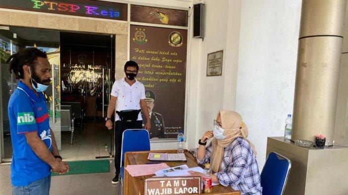 Polresta Jayapura Kota Limpahkan WNA Asal Papua Nugini Pemilik Ratusan Paket Ganja ke Kejaksaan