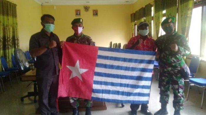Warga Suku di Papua Barat Serahkan Berdera Bintang Kejora, TNI: Semoga Menginspirasi Kelompok Lain
