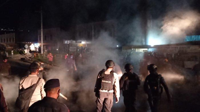 5 Berita Populer: Polisi Bubarkan Warga yang Blokade Jalan hingga Daftar Aksi Kejahatan KKB