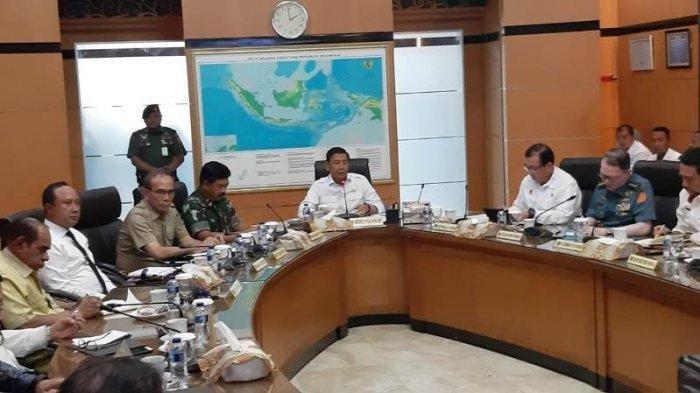 Presiden Jokowi Minta Wiranto Terus Pantau dan Jaga Keamanan Pelajar Papua dan Papua Barat