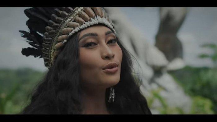Trending YouTube Lagu Asal Papua di 'Wonderland Indonesia'dari Alffy Rev feat Novia Bachmid