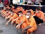 24-tersangka-kasus-narkoba-yang-ditangkap-selama-operasi-tumpas-semeru-2021-di-polres-tulungagung.jpg