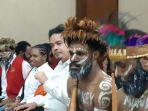 aktivis-papua-jalani-persidangan-di-pn-jakpus-senin-2012020.jpg