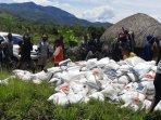 bantuan-logistik-dari-pemerintah-pusat-diterima-warga-nduga.jpg