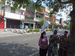 bendera-putih-dipasang-disepanjang-jalan-malioboro-tanda-pkl-menyerah-covid-19.jpg