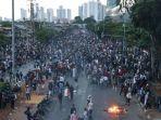 bentrokan-aparat-polisi-dan-demonstran-pelajar.jpg