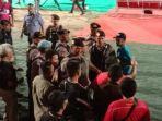 gubernur-kalteng-h-sugianto-sabran-kaos-merah-protes-sikap-wasit.jpg