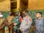 gubernur-papua-barat-dominggus-mandacan-kiri-bersama-pangdam-kasuari-dan-kapolda-kunjungi-maybrat.jpg