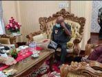 gubernur-papua-lukas-enembe-tengah-menemui-sekda-papua-dance-yulian-flassy.jpg