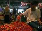 ilustrasi-pedagang-cabai-merah-di-pasar.jpg