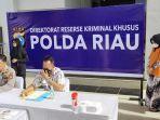 kabid-humas-polda-riau-kombes-pol-sunarto-saat-menggelar-konferensi-pers.jpg