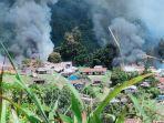 kebulan-asap-yang-berasal-dari-sejumlah-bangunan-yang-dibakar-kkb-di-distrik-kiwirok.jpg