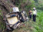 kecelakaan-mobil-offroad-landrover-yang-membawa-wisatawan-jatuh-ke-dalam-jurang-sedalam-30-meter.jpg
