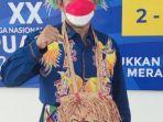 ketua-dpr-papua-johny-banua-rouw-mengunakan-shiryu-pakaian-adat-suku-3w.jpg