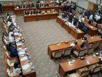 komisi-iii-dpr-rapat-kerja-dengan-menteri-hukum-dan-ham.jpg