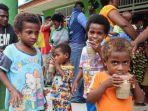 kondisi-anak-anak-di-tempat-pengungsian-di-aula-distrik-aitinyo-kabupaten-maybrat.jpg