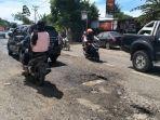kondisi-jalan-provinsi-papua-barat-trikora-arfai-yang-dalam-kondisi-rusak.jpg