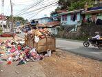 kondisi-sampah-yang-berserakan-jl-hamadi-tanjung-distrik-jayapura-selatan.jpg