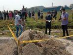 lokasi-penemuan-mayat-dalam-karpet-di-tumpukan-pasir-di-kampung-maja-nagih-desa-julang.jpg