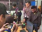mahasiswa-asal-papua-saat-mengurus-sim-di-satlantas-polres-mojokerto.jpg