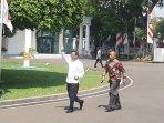 mantan-ketua-mk-mahfud-md-mendatangi-istana-kepresidenan-jakarta-senin-21102019.jpg