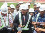 menpora-imam-nahrawi-meninjau-stadion-papua-bangkit-kabupaten-jayapura.jpg