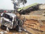mobil-ringsek-akibat-kecelakaan-beruntun-di-tol-cipularang-purwakarta-senin-292019.jpg