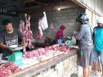 pedagang-daging-sapi-di-pasar-wosi-manokwari-papua-barat-senin-1052021.jpg