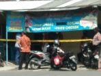 polisi-memberi-garis-polisi-pada-rumah-di-kawasan-kartasura-sukoharjo.jpg