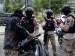 polisi-mengamankan-salah-seorang-pengendara-motor-hasil-curian.jpg