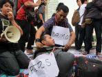 poros-wartawan-jakarta-berunjuk-rasa-di-kawasan-bundaran-hotel-indonesia.jpg
