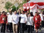 presiden-jokowi-didampingi-ibu-negara-iriana-saat-kunjungan-kerja-ke-papua.jpg
