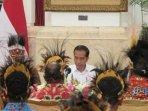 presiden-jokowi-melakukan-pertemuan-dengan-para-tokoh-tanah-papua.jpg