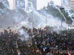 ribuan-mahasiswa-menggelar-aksi-unjuk-rasa-di-depan-gedung-dprmpr.jpg