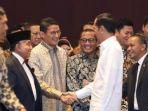 sandiaga-uno-berjabat-tangan-dengan-presiden-jokowi.jpg