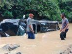 satlantas-polres-dharmasraya-saat-melakukan-evakuasi-mobil.jpg