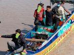 speedboat-mini-saat-diperiksa-petugas-bnnp-bangka-belitu.jpg