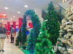 suasana-penjualan-pohon-natal.jpg