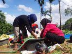 suasana-persiapan-bakar-batu-oleh-komunitas-muslim-asal-pegunungan-papua.jpg