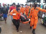 tim-basarnaa-sorong-evakuasi-korban-tewas-banjir-di-sorong.jpg