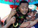 tni-menyelamatkan-bayi-yang-baru-lahir-di-lokasi-banjir.jpg