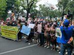tolak-rasialisme-mahasiswa-papua-unjuk-rasa-di-depan-mabes-tni-ad.jpg