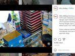 video-viral-seorang-pria-palak-penjaga-toko-dan-ancam-dengan-senjata-tajam.jpg