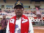walikota-jayapura-benhur-tomi-mano-saat-menghadiri-bhayangkara-papua-football.jpg