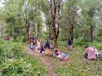 warga-di-desa-tehoru-kabupaten-maluku-tengah-memilih-mengungsi-ke-pegunungan.jpg