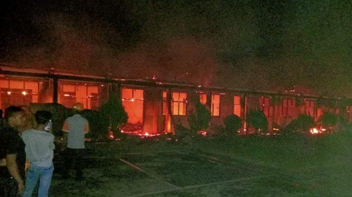 13 Ruangan di SMPN 1 Rambah Rohul Hangus Terbakar, Api Bermula dari Ruang Guru
