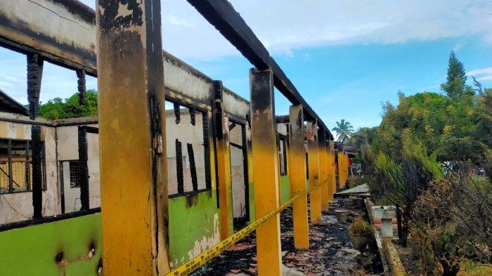 Sekolah Menengah Pertama (SMP) 1 Rambah Pasir Pangaraian terbakar hebat pada Minggu (18/10/2020) dini hari.