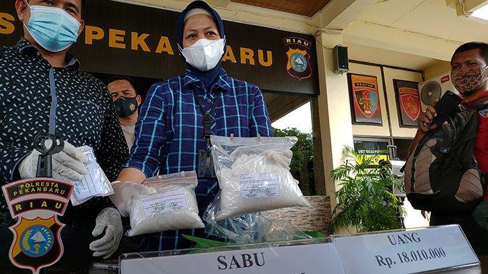 Dijanjikan Upah Puluhan Juta Jemput 2 Kg Sabu, Polresta Pekanbaru Gagalkan Pakai Skema Ini